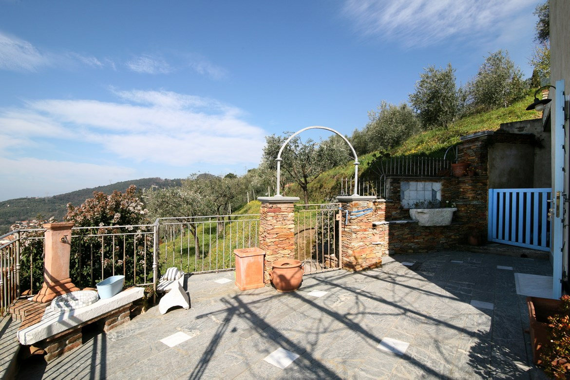 Pretty stone house with sea view in Versilia