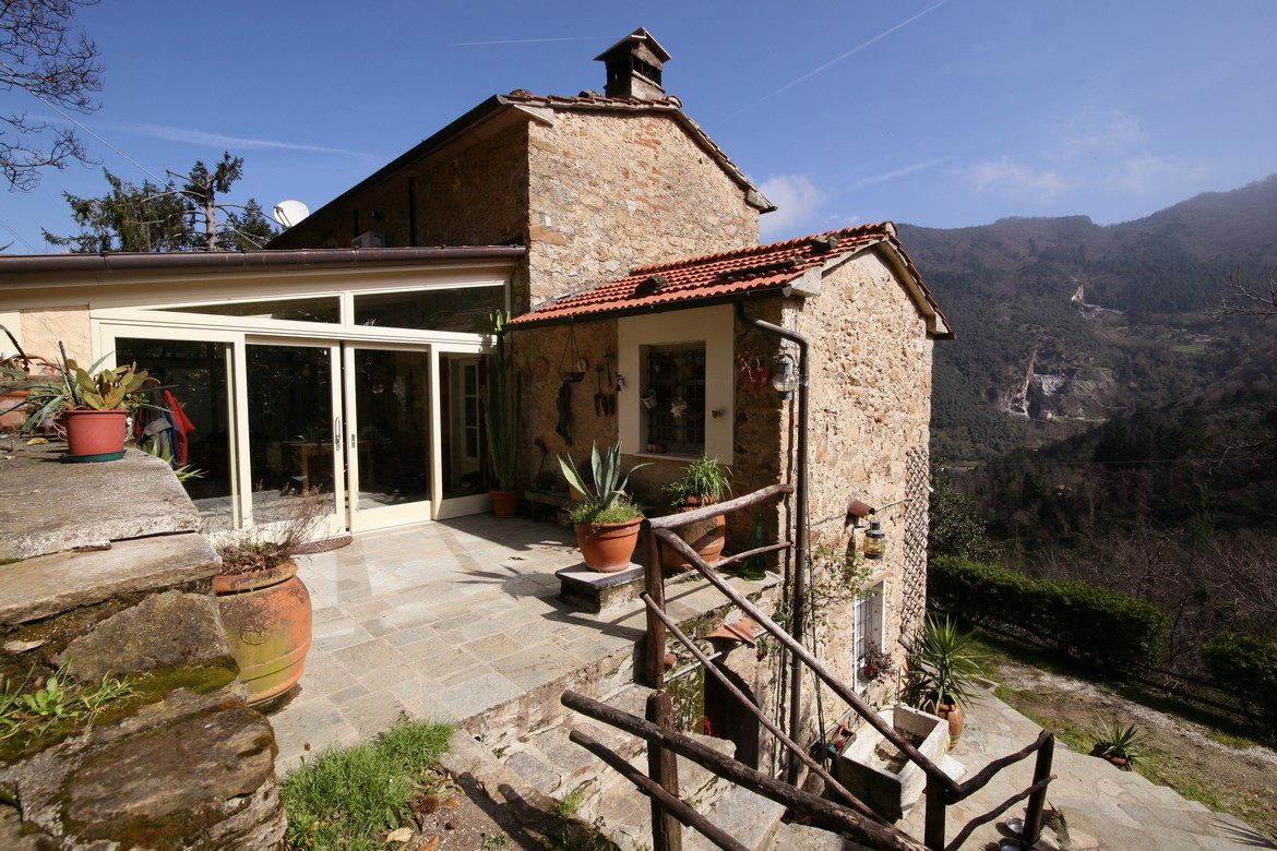Large rural stone house near Pietrasanta