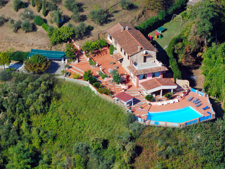 Large property in Corsanico