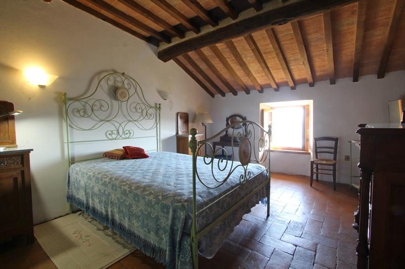Restored stone house in a antique hamlet between Florence and Arezzo