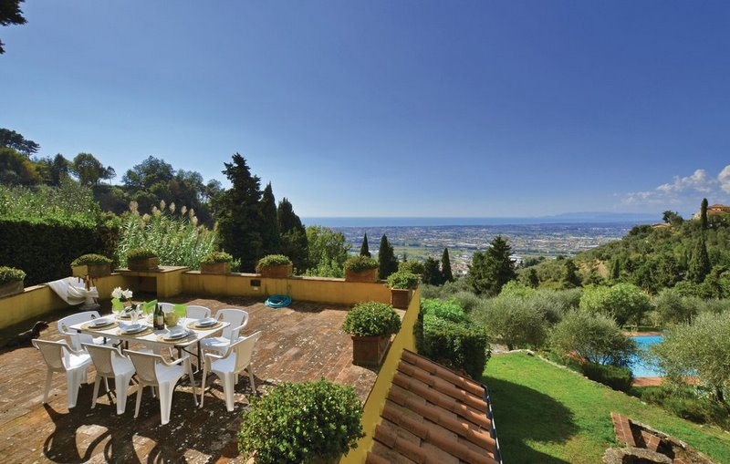 Luxury property in Versilia with sea view